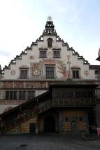 Das Rathaus mit seiner bemalten Fassade