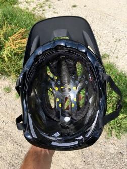 Außenschale des Helms und der eigene Kopf sind dank MIPS keine starre Einheit mehr...