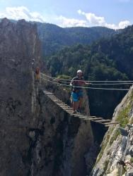Hängebrücke mit 200m Nichts unter einem.