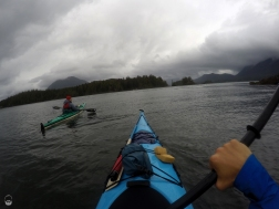 Mttlw. an das Kayak gewöhnt, zeigen wir Andy mal, was in zwei Großstädtern steckt.