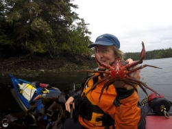 Paddelpapst und Hobby-Biologe Andy mit weiblicher Seaweed Crab.