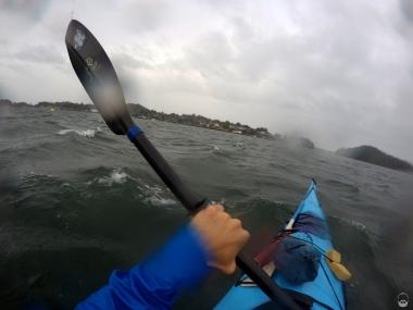 ...im Strömungskanal hüpft das Kayak von links...
