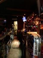 Auch wenn die Bar nicht besetzt aussieht, hier ist immer was los.