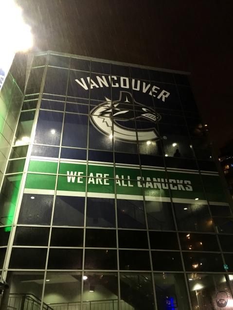 Während es vor der Rogers Arena mttlw. in Strömen regnet, sind drinnen...