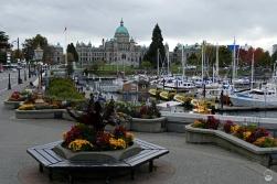 """Direkt am Hafen, das Gebäude der """"British Columbia Legislative"""""""