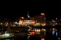 ...illuminierte Hafen eine Augenweide.