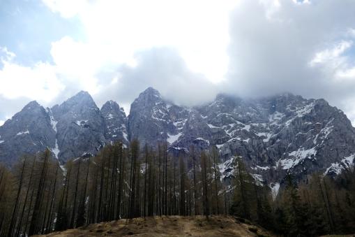 ...und beeindruckende Ausblicke auf die Felswände des Prisnak.