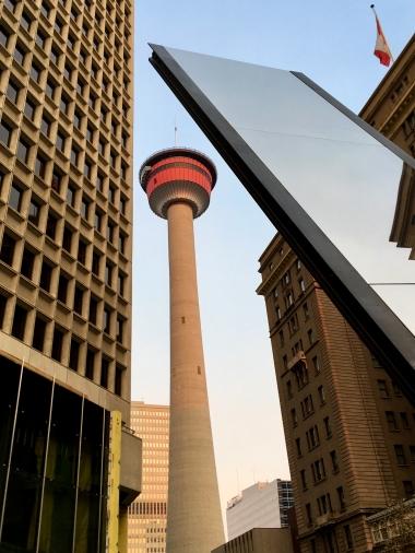 Zum Glück ist unser Hotel direkt neben dem von überall sichtbaren Calgary Tower - verlaufen unmöglich.