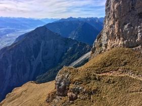 Dann beginnt auch schon die Umrundung des Gipfelbergs...