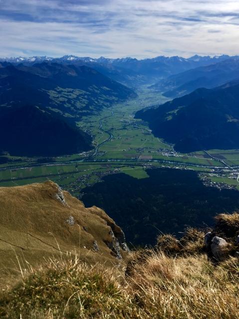 Atemberaubender Abstieg/Blick in Richtung des Zillertals.