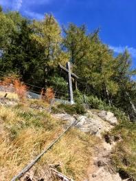 Das Gipfelkreuz im Visier.