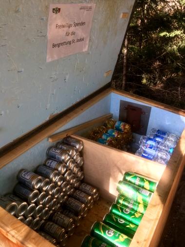 Die beste Erfindung seit fast allem, eine Getränkebox am Ausstieg