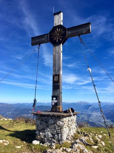 Gipfelkreuz des vorderen Sonnwendjoch.