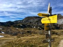 Zurück auf dem Hinweg, steigt man die letzten Meter zur Bergstation.