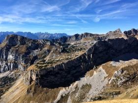 Um den Berg herum ist der Ausblick nicht minder imposant.