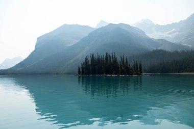 Hinter jeder kleinen Insel und jedem Winkel des Sees...