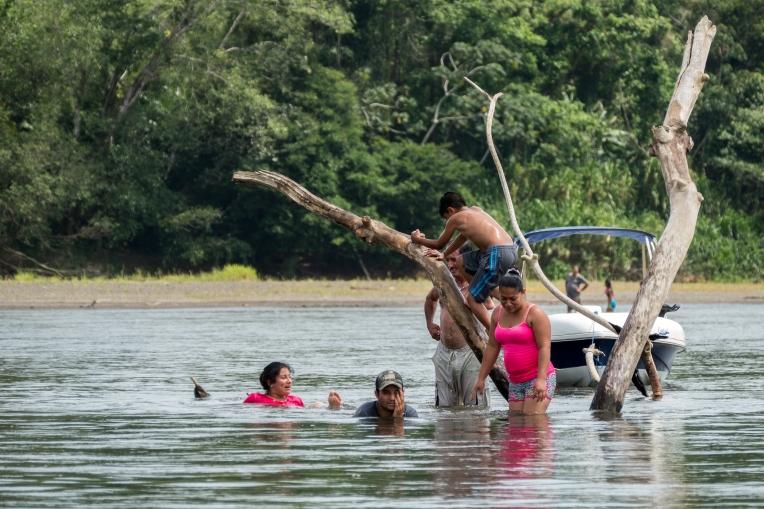 Der Bade-Hotspot im Fluss; im Hintergrund: Nicaragua.