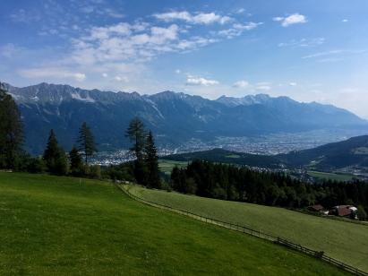 Blick aus der Gondel hinab auf Innsbruck